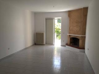 Ενοικιάζεται διαμέρισμα 86τμ. με 2 υπνοδωμάτια στη Σουράδα. Τιμή 400€