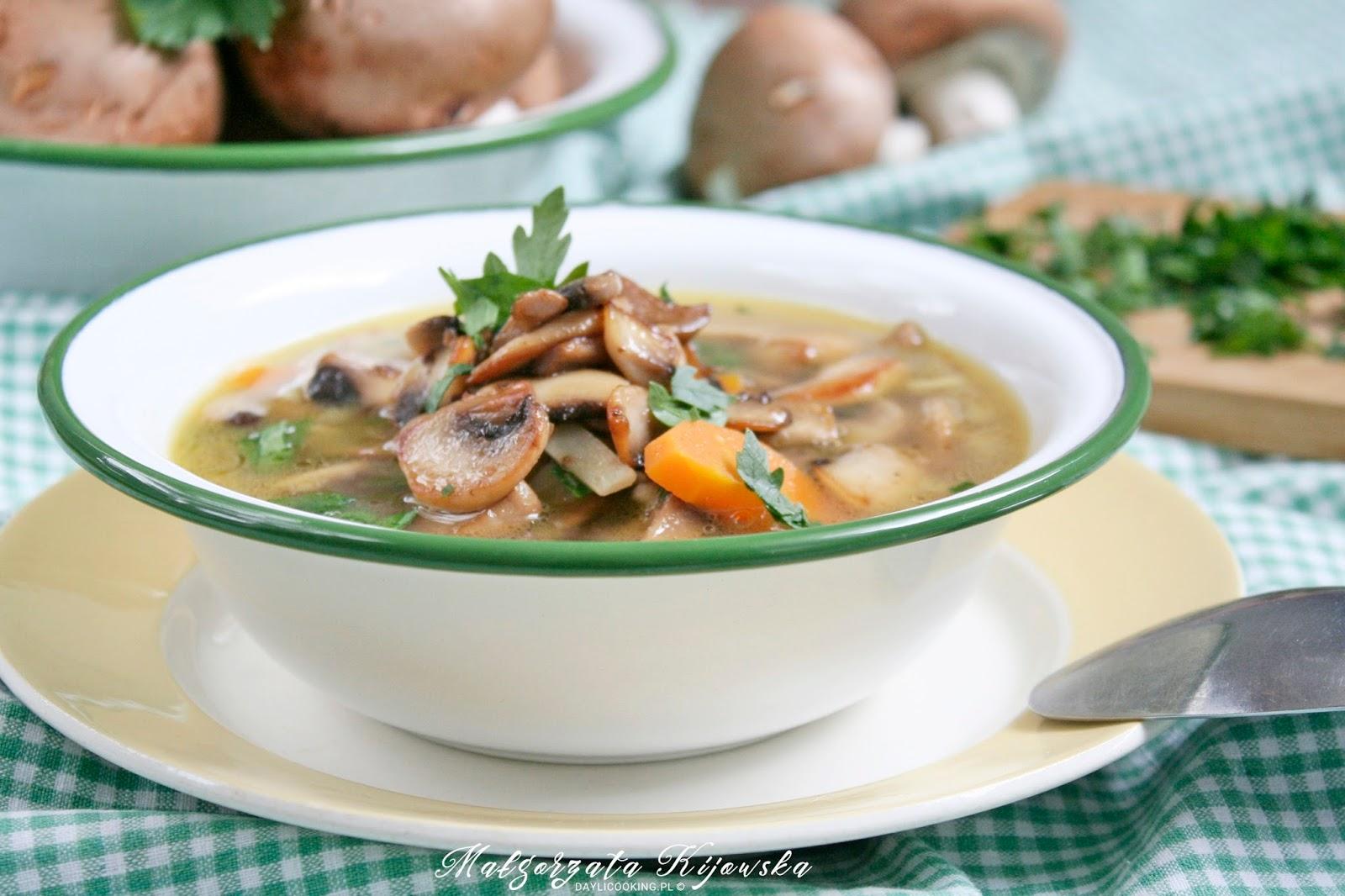 zupa pieczarkowa, brązowe pieczarki, co z pieczarek, obiad bezmięsny, daylicooking