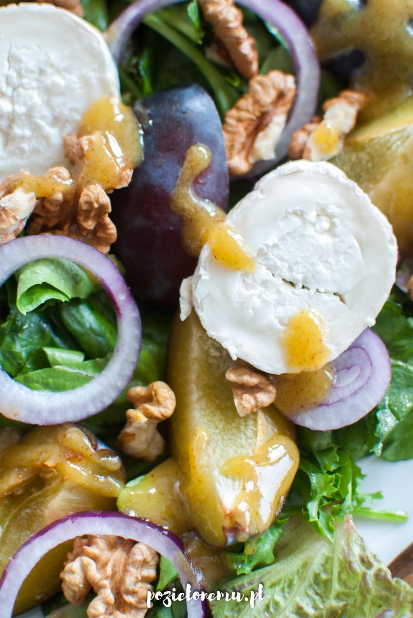 Sałatka ze śliwkami i kozim serem