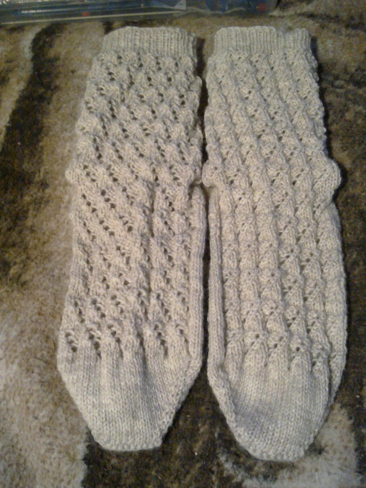 pitkävartiset villasukat nalle langasta