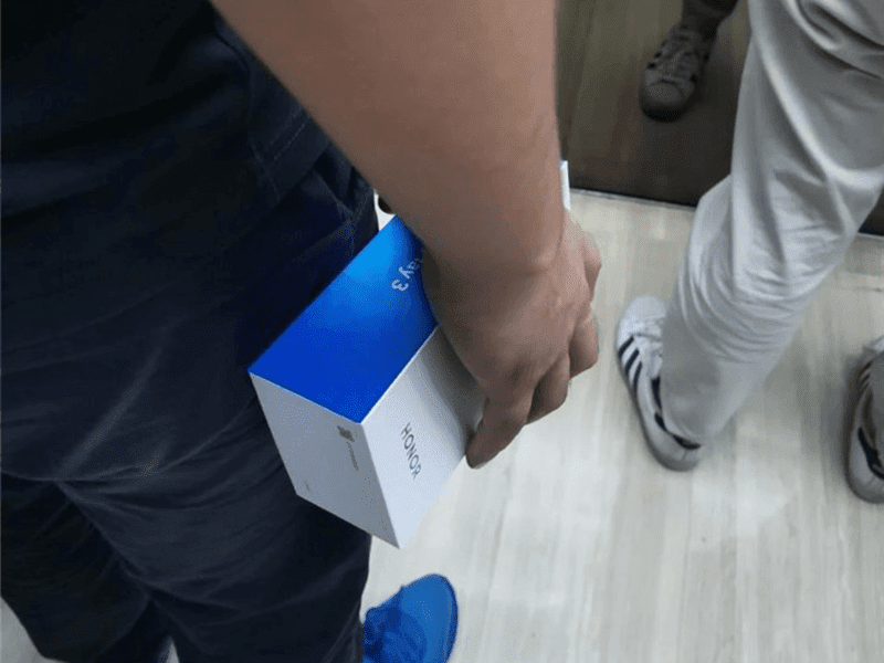 Alleged HONOR Play 3 box spotted in China