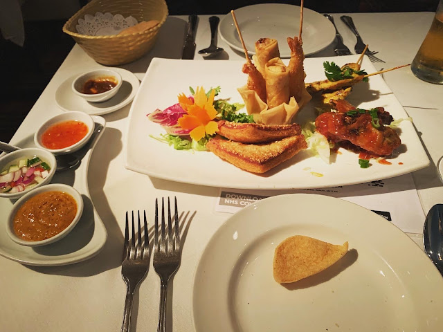Thai mixed starters with dipping sauces