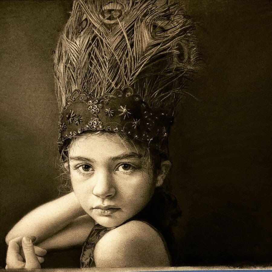 06-Charcoal-Portraits-Annie-Murphy-Robinson-www-designstack-co