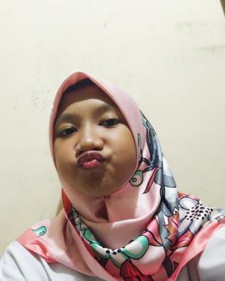 Bibir merah dan seksi Bibir merah dan JIlbab dan manis Cewek IGO Selfie Duck Face Bibir Monyong Cantik