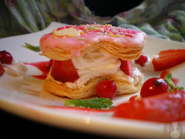 Corazones de hojaldre con crema de nata y queso