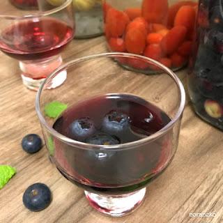 ブルーベリー酒のレシピ|昨年のブルーベリー酒を飲む