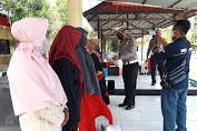 Satlantas Polres Jeneponto Kembali Bagikan Beras Untuk Warga Kurang Mampu