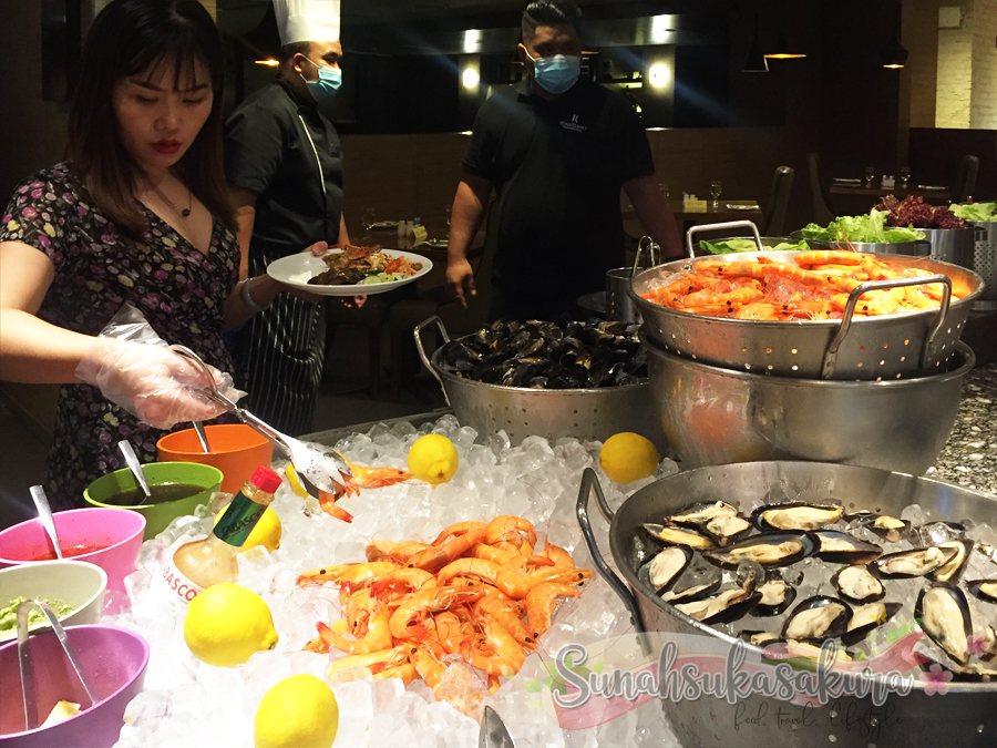 Makan Malam di Weekend International Dinner Buffet @ Cafe BLD, Renaissance Johor Bahru Hotel