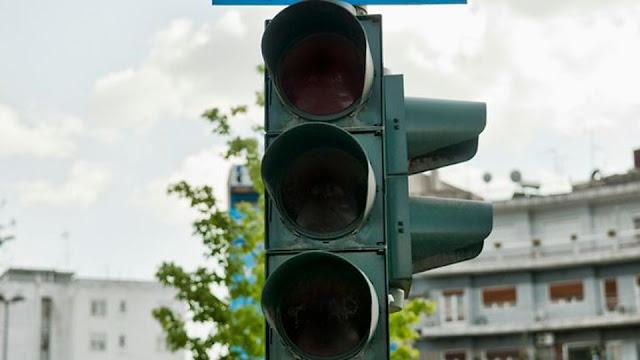 Ναύπλιο: Σοβαρή βλάβη στους φωτεινούς σηματοδότες λόγω τροχαίου ατυχήματος