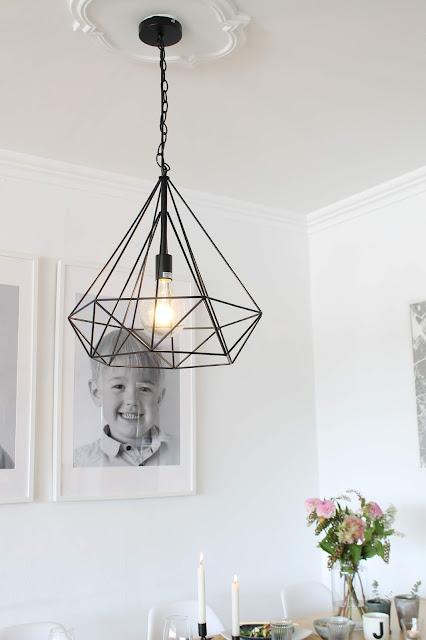 Einladendes Esszimmer Makeover Esstisch Drahtlampe Skandinavisches Design Jules kleines Freudenhaus