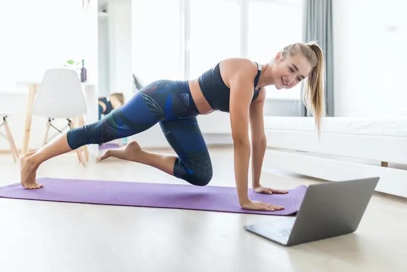 أفضل تمرين منزلي لعضلات البطن السفلية - 4 أنشطة لتقوية مركزك ، مقترح من قبل مدربي اللياقة البدنية