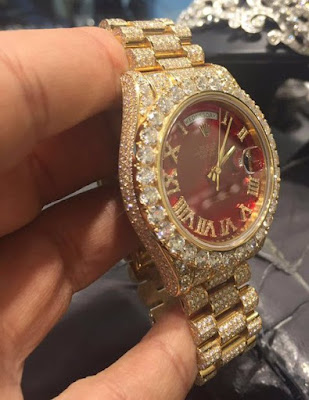 See Pic: Davido Wear The Cost Of A Range Rover On His Wrist