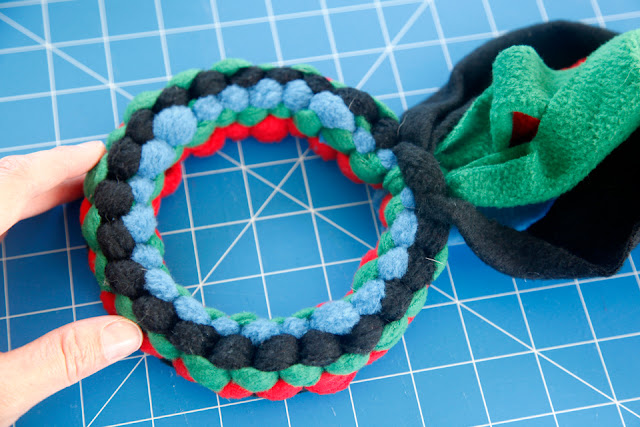 Making a loop (circle) shaped woven fleece dog tug toy