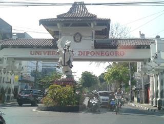 Gapura Universitas Diponegoro