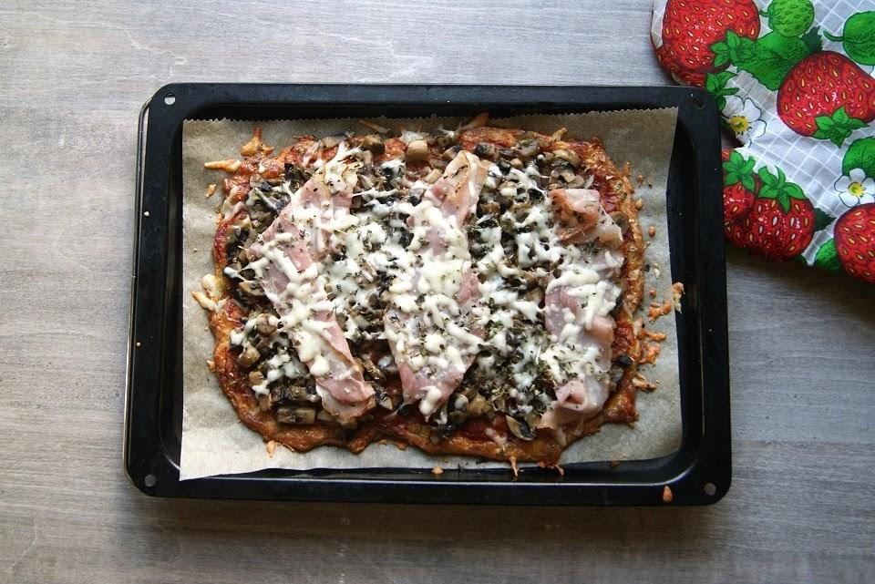 Keto pizza z mozzarellą