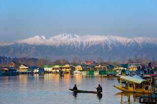 Places to visit in Jammu and kashmir (Dal lake )