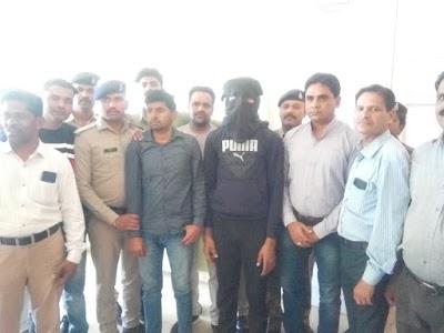 ग्राम सड़ में हुए बहुचर्चित हत्याकांड का खुलासा, भाड़े के सूटर सहित 2 सड़्यंत्र कारी गिरफ्तार, हत्या में प्रयुक्त पिस्टल भी बरामद | Shivpuri News