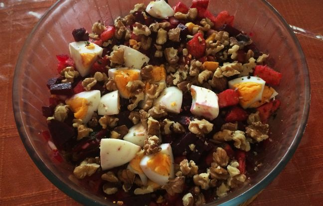 Beets with apples and nuts