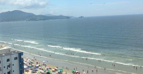 Homem morre após ser atingido por raio enquanto corria na praia em Itapema