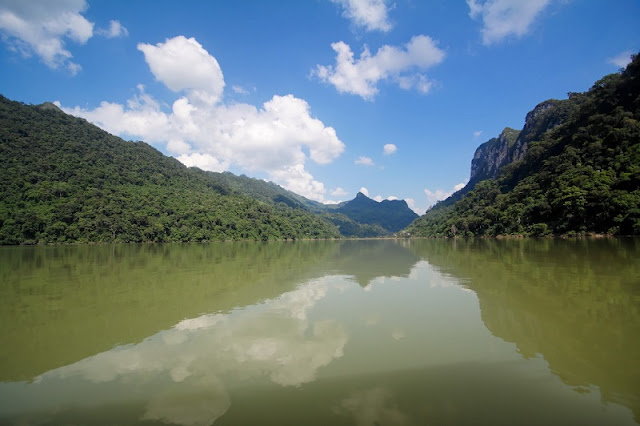 Discovering stunning beauty of lakes along Vietnam