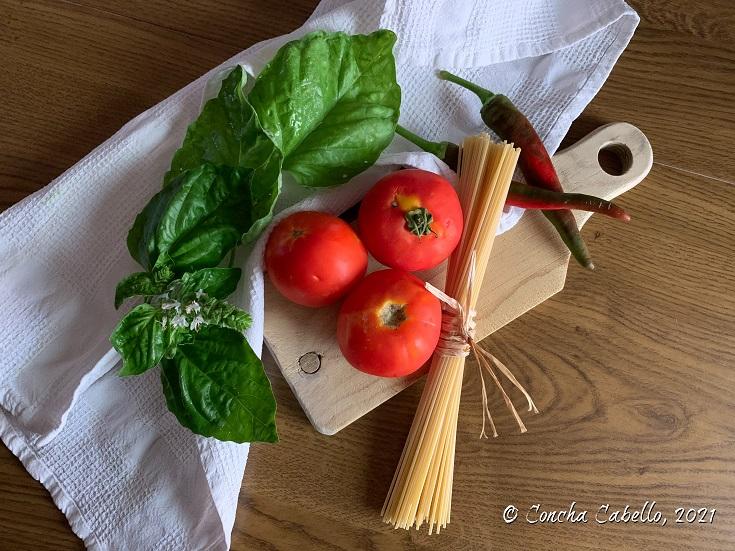 spaghetti-tomate-albahaca-mise
