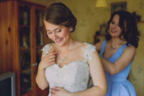 Panna Młoda w biżuterii ślubnej