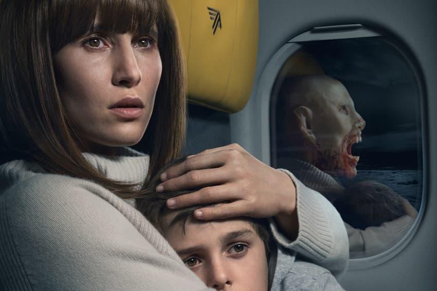 Netflix показал полный трейлер хоррора «Кроваво-красное небо» про вампира в самолёте