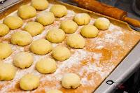 ciasta i desery, domowe pączki, pączki, pączki z różą, smażone pączki, tłusty czwartek, szybki przepis na pączki, prosty przepis na pączki, pączki z konfiturą