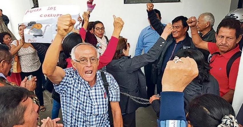 Más de 20 mil maestros de Piura presionan por pago de beneficio con PIA del gobierno regional