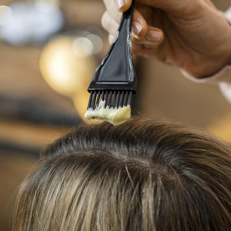 Como retocar a raiz do cabelo em casa sozinha