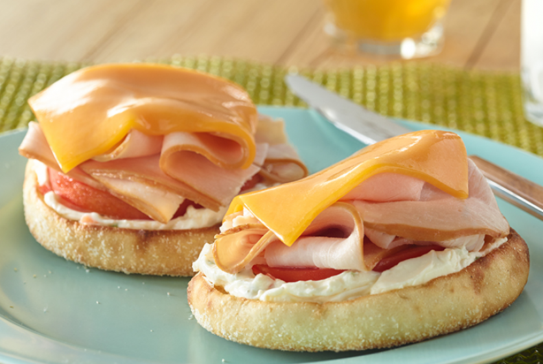 4 ounces JENNIE-O® Honey Roasted Turkey Breast, from the service deli 2  slices tomato 2 ounces Cheddar cheese slices