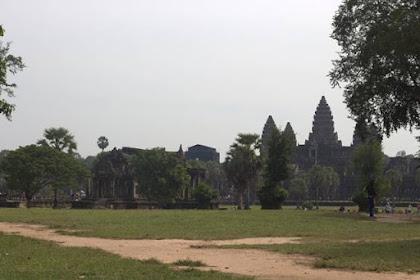 Pintu Gerbang Angkor Wat Tidak Kalah Keren Dari Isinya