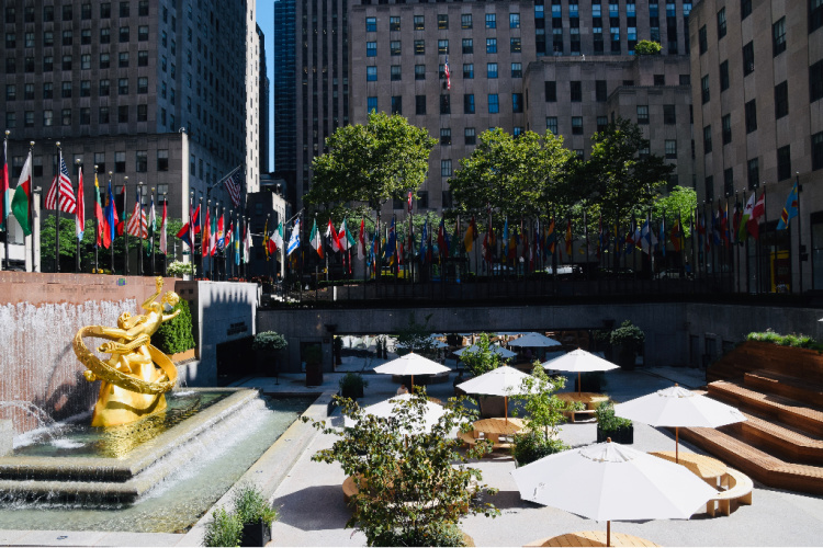 Rockefeller Center in New York City is deserted due to the pandemic | Ms. Toody Goo Shoes #Coronavirus