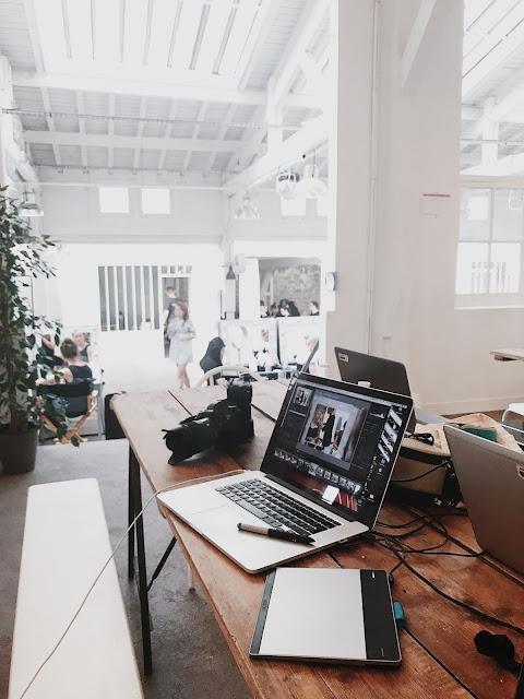 desain ruangan dan furniture kantor