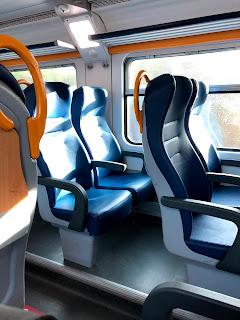 ピサ-フィレンツェ間の電車内風景