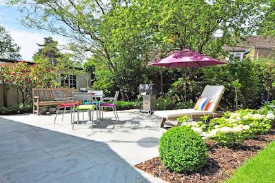giardino-casa-verde-alberi-piante-relax