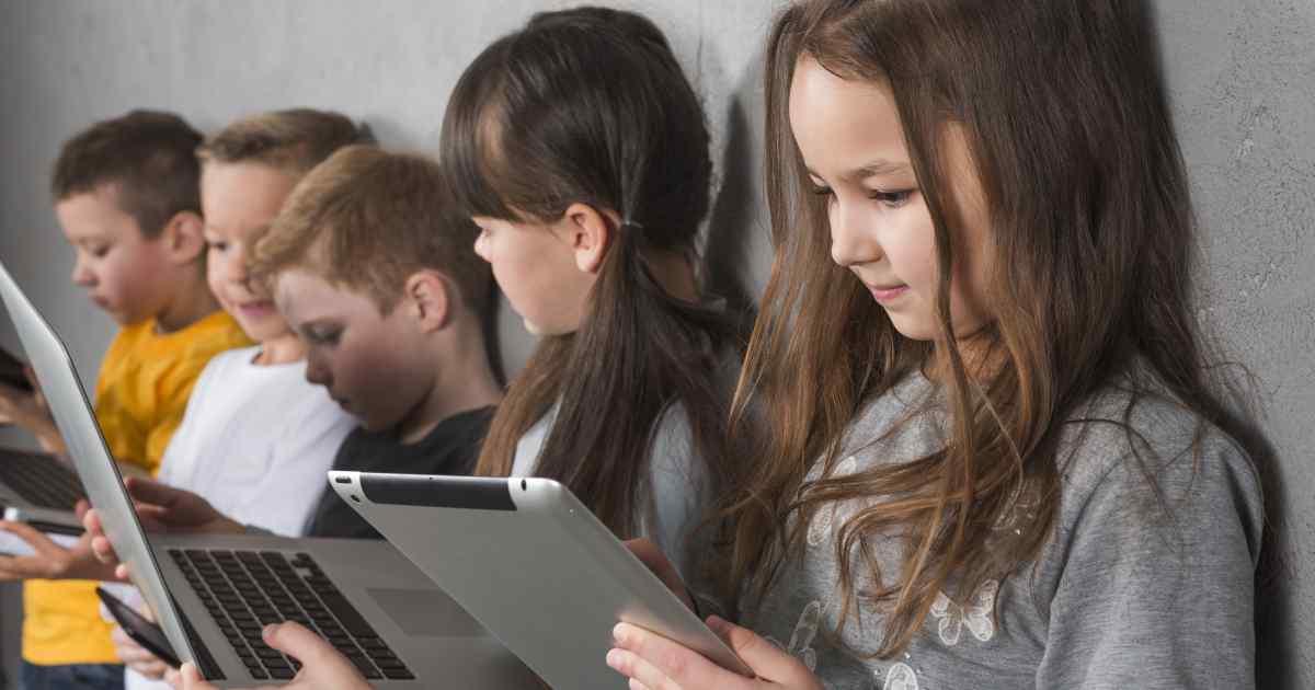 Makalah Dampak Positif dan Negatif Penggunaan Internet dalam Pembelajaran