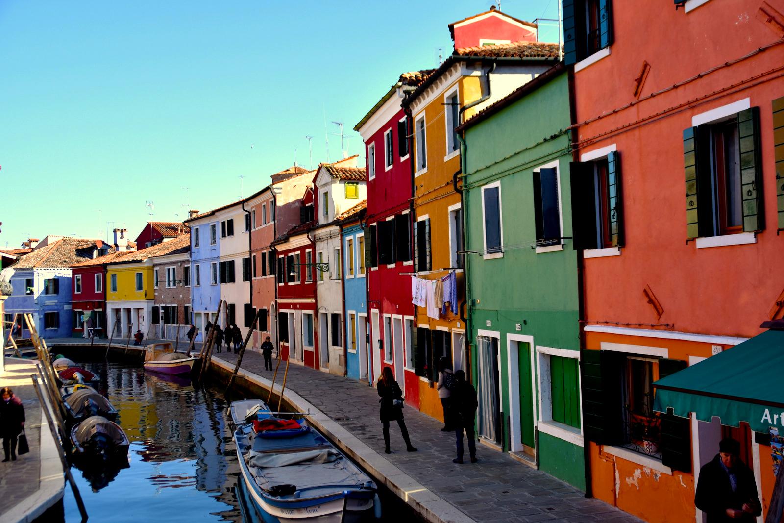 šialených 24 hodín v benátskej lagúne #1 // ostrovy Murano a pestrofarebné Burano