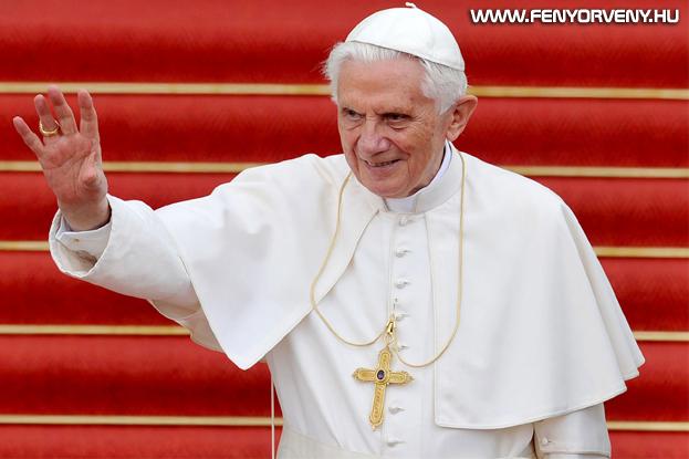 Az ITCCS azt állítja: Benedek pápa azért mondott le, hogy elkerülje a letartóztatását