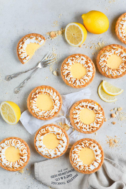 Tartaletki z galaretką cytrynową i bezą włsoką