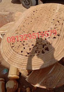 salah satu contoh Meja oshin Menngunakan bahan Kayu Jati Tua