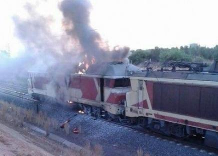 النيران تلتهم قطار بالقرب من مكناس المغربية