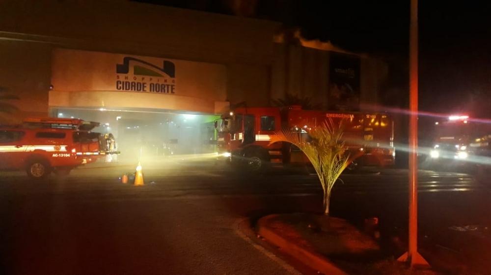 Shopping Cidade Norte, em Rio Preto, pega fogo
