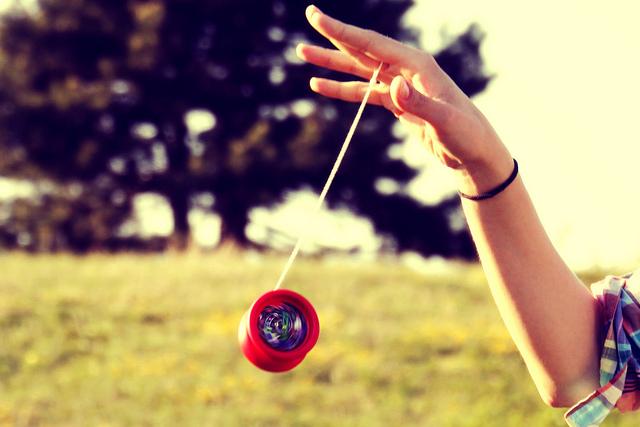 Hasil gambar untuk gambar anak bermain mainan yoyo