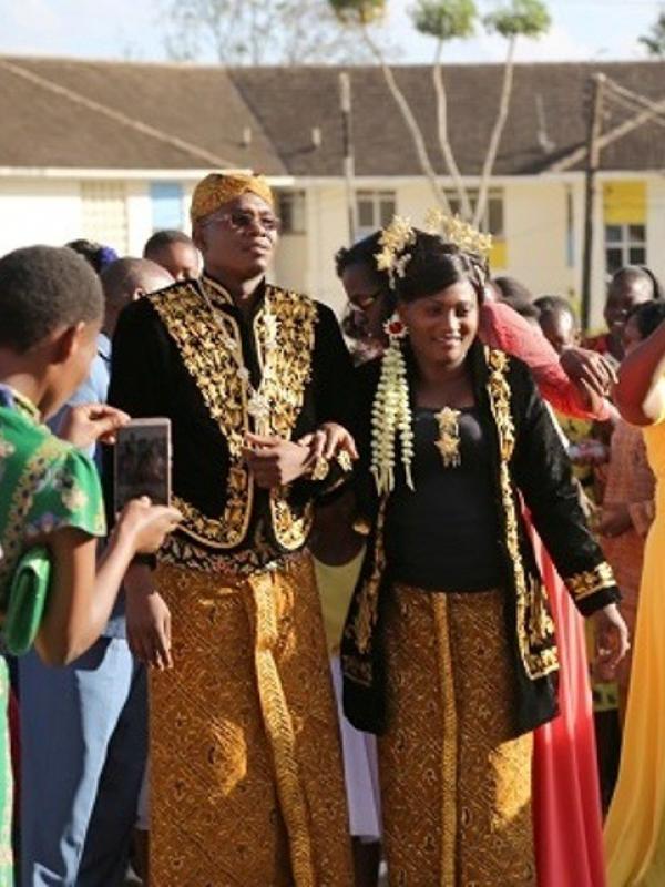 Unik Banget Pengantin Asal Kenya Ini Menikah Gunakan Model
