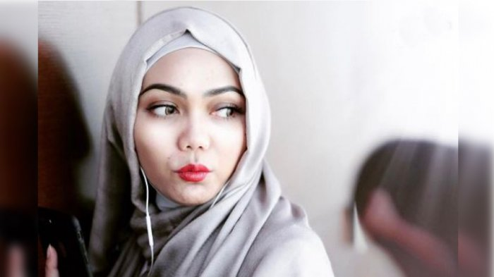 3 Alasan dan Latar Belakang Wanita Lepas Jilbab