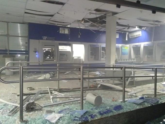 Bandidos explodem agência da Caixa em Limoeiro