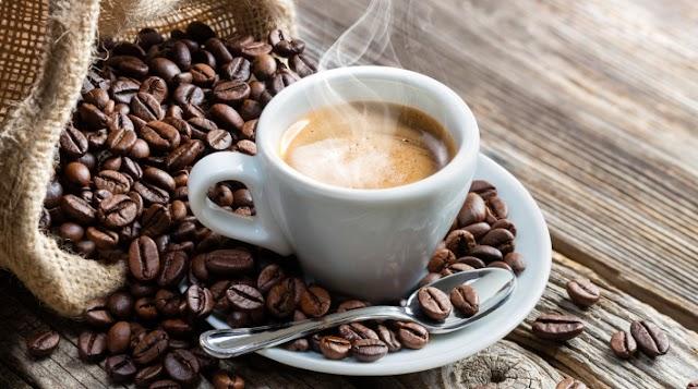 Η καθημερινή πρόσληψη καφεΐνης αλλάζει τη δομή του εγκεφάλου σας
