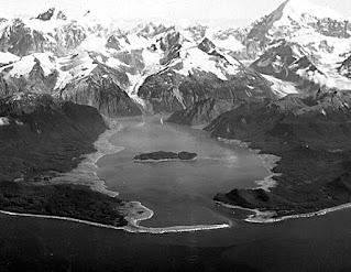 Fotografía de la bahía Lituya tras el Tsunami de Alaska de 1958