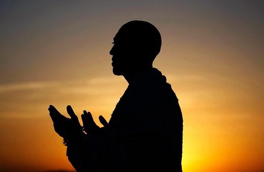 Bacaan Doa Qunut Sholat Subuh Untuk Imam Dan Makmum Dalam Bahasa Latin Dan Terjemahnnya